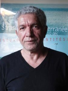 Diplômé de sciences politiques, Salah Oudahar a enseigné à l'Université de Tizi-Ouzou, avant de quitter l'Algérie en 1992 pour s'établir à Strasbourg. Il mène et développe depuis un travail à la lisière de la recherche, de la création artistique et de l'action culturelle sur les thèmes de la diversité, de la mémoire, de l'histoire, notamment coloniales, postcoloniales et de l'immigration. Il est Directeur artistique du Festival Strasbourg-Méditerranée et Président de la Compagnie de théâtre et de danse Mémoires Vives.